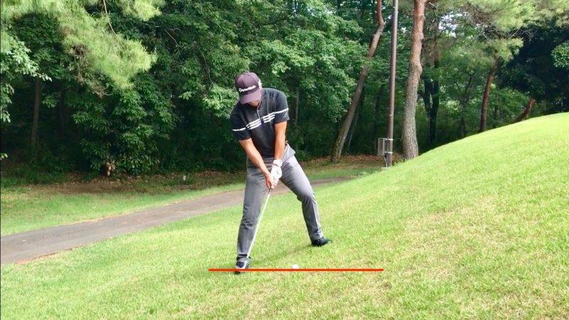 GEN-TENゴルフコースレッスン左足上がりのアプローチ手打ちテークバックの写真