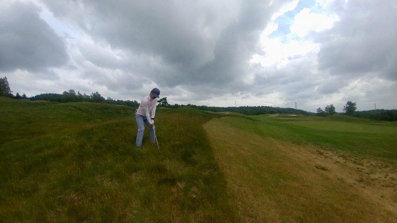 GEN-TENゴルフコースレッスンマオイゴルフリゾートラフからのアプローチの写真