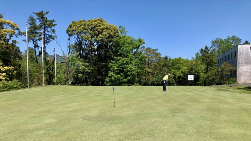 GEN-TENゴルフコースレッスンスリーレイクスCCのパッティンググリーンの写真