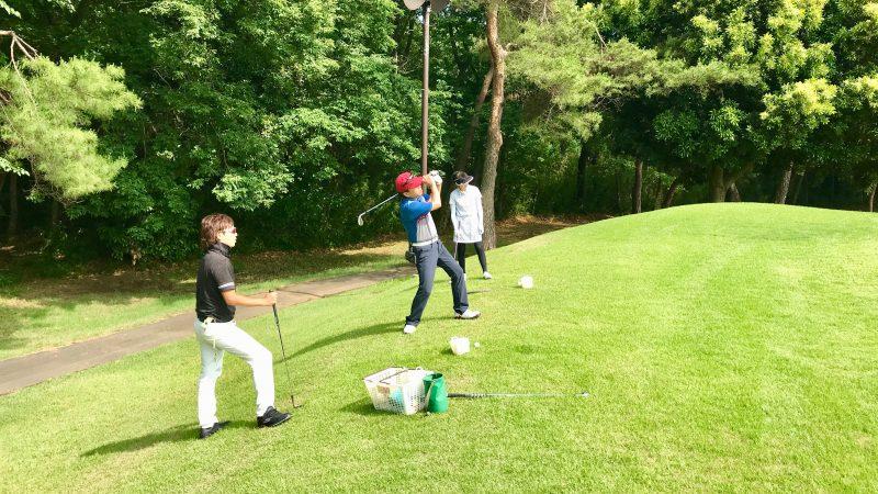 GEN-TENゴルフコースレッスンゲンテンレッスン左足上がりのアプローチの写真