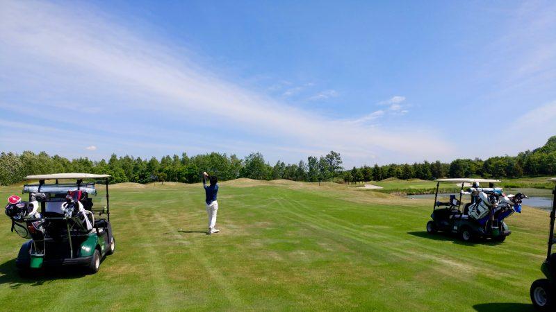 GEN-TENゴルフコースレッスンマオイゴルフリゾートフェアウェイ乗り入れの写真
