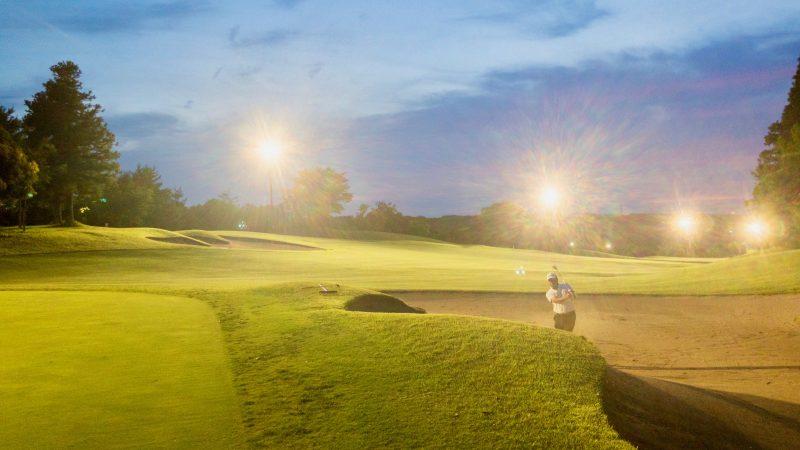 GEN-TENゴルフコースレッスンムーンレイクGC市原ナイターバンカーショットの写真