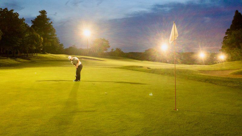 GEN-TENゴルフコースレッスンムーンレイクGC市原ナイターパッティングの写真