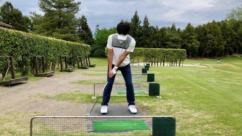 GEN-TENゴルフコースレッスンスローモーション素振りバックスイング正面からの写真