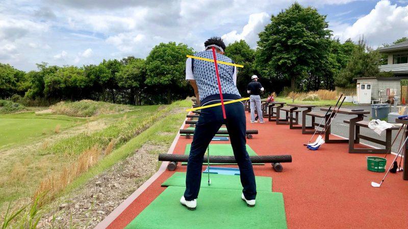 GEN-TENゴルフコースレッスン悪いアドレス背面からの写真
