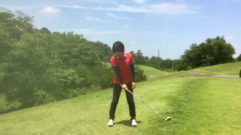 GEN-TENゴルフコースレッスン右腕でクラブを持って内旋の写真