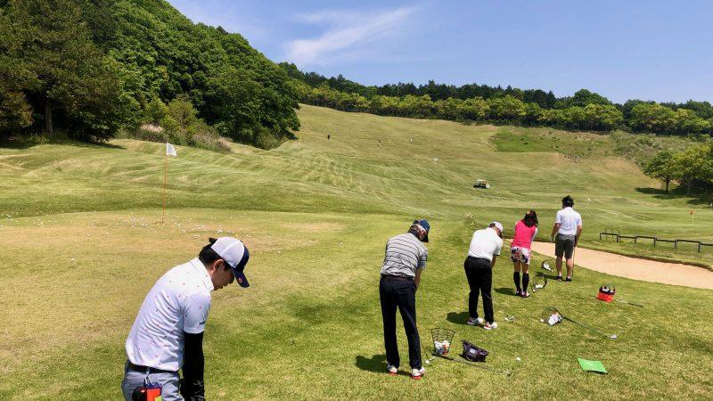 GEN-TENゴルフコースレッスンハーフラウンドアプローチ練習の写真