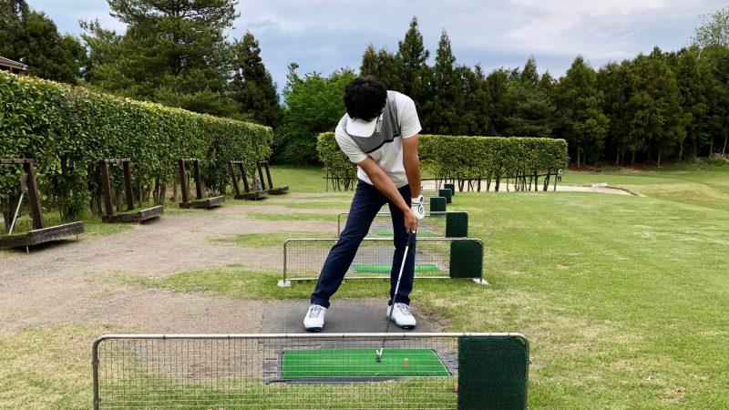 GEN-TENゴルフコースレッスンスローモーション素振りインパクト正面からの写真