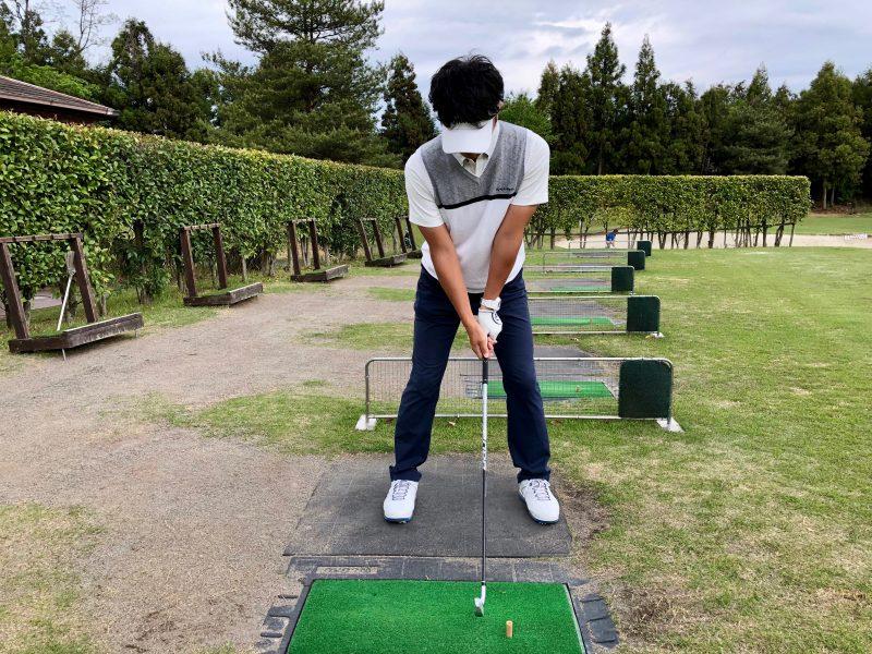 GEN-TENゴルフコースレッスンショットのアドレスの写真