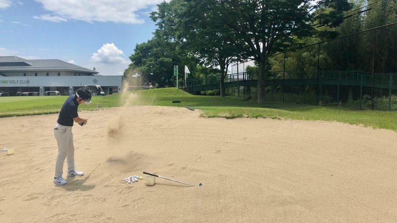 GEN-TENゴルフコースレッスンワンウェイGCバンカーショットの練習の写真