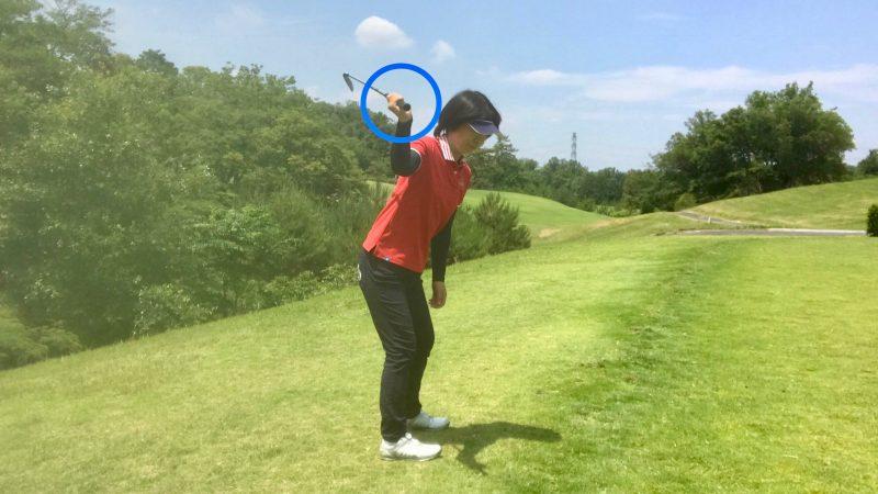 GEN-TENゴルフコースレッスン右手首の使い方トップの写真