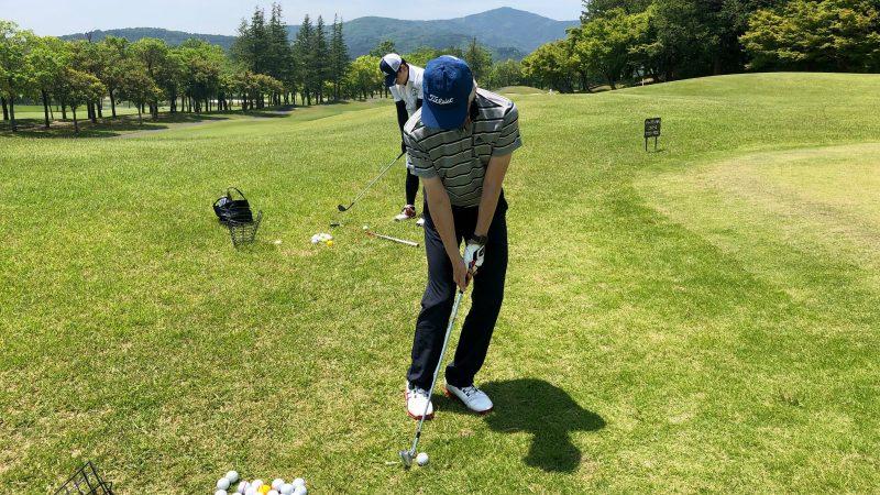 GEN-TENゴルフコースレッスンハーフラウンドアプローチ練習アドレスの写真