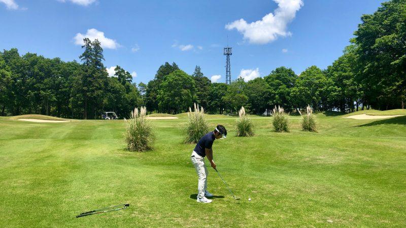 GEN-TENゴルフコースレッスンワンウェイGCラフからのショットの写真