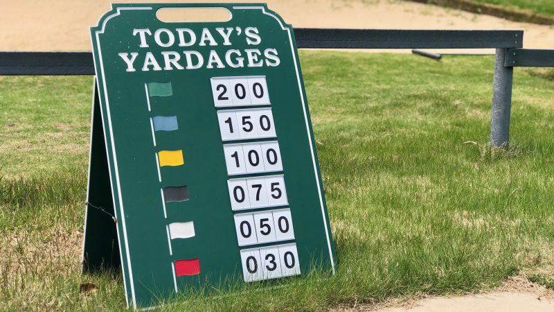 GEN-TENゴルフコースレッスンセゴビアGCインチヨダドライビングレンジヤード表示の写真