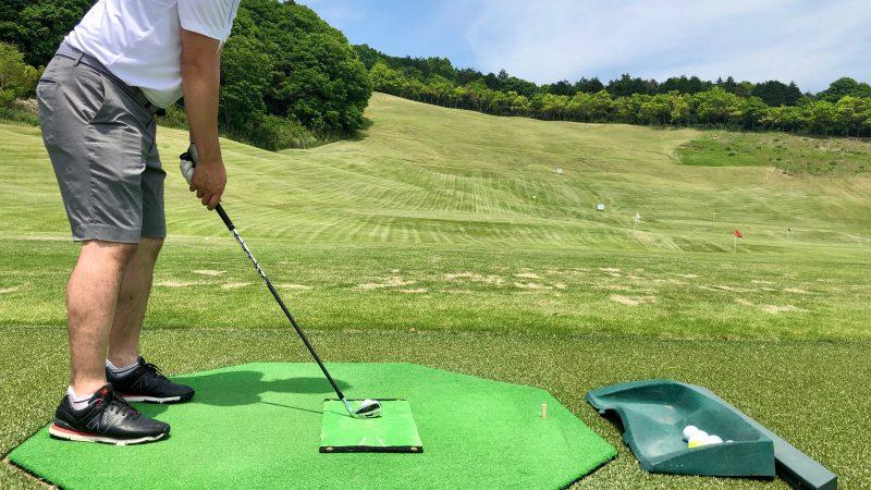 GEN-TENゴルフコースレッスンハーフラウンドショット練習アドレス後方からの写真
