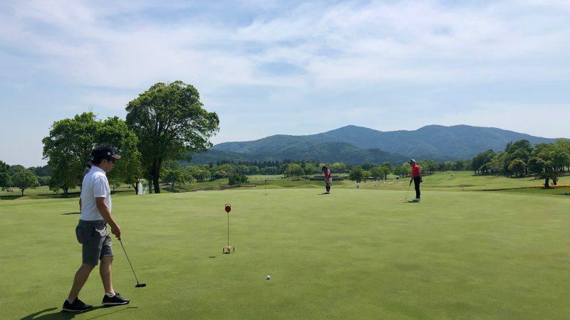 GEN-TENゴルフコースレッスンハーフラウンドパッティング練習の写真