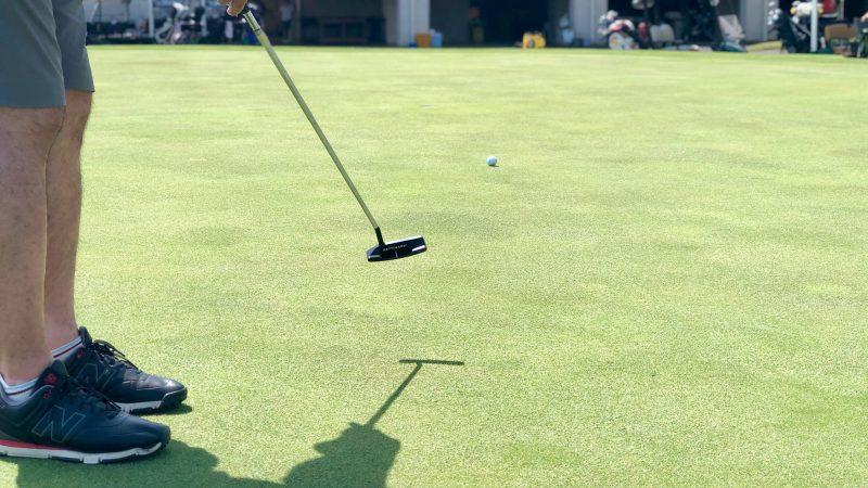 GEN-TENゴルフコースレッスンハーフラウンドパッティング後方からの写真