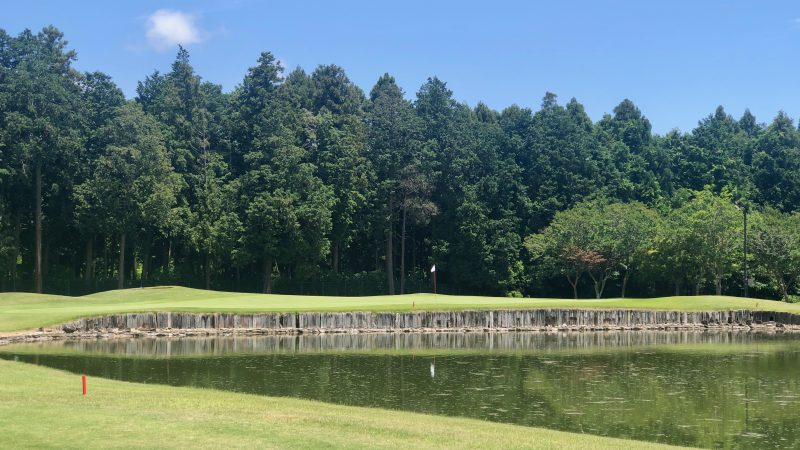 GEN-TENゴルフコースレッスンワンウェイGC池とグリーンの写真