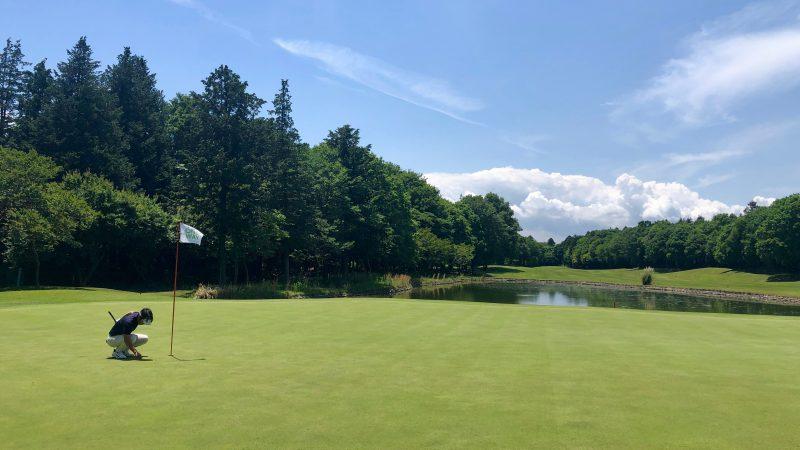 GEN-TENゴルフコースレッスンワンウェイGCグリーンと青空の写真