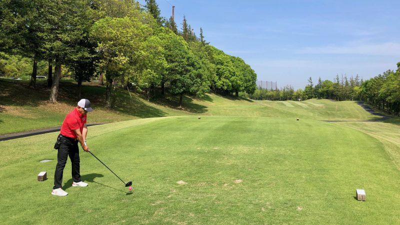 GEN-TENゴルフコースレッスンハーフラウンドティショットの写真