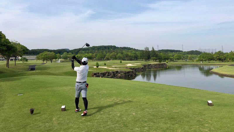 GEN-TENゴルフコースレッスンセゴビアGCインチヨダ6h池越えティショットの写真