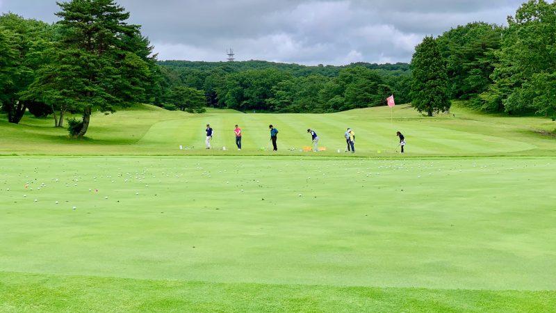GEN-TENゴルフコースレッスントライフィールドアプローチ練習の写真