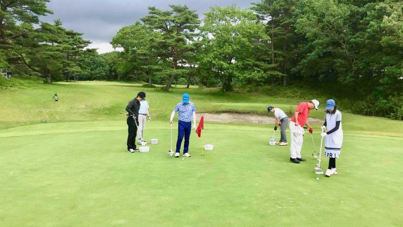 GEN-TENゴルフコースレッスントライフィールドボール拾いの写真