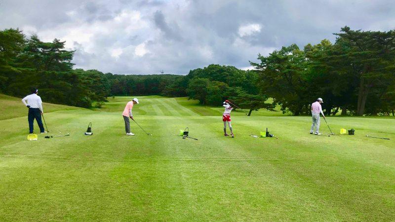 GEN-TENゴルフコースレッスントライフィールドフェアウェイウッドの練習の写真