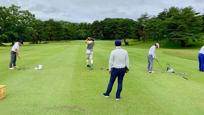 GEN-TENゴルフコースレッスントライフィールドアイアンショットの練習の写真②