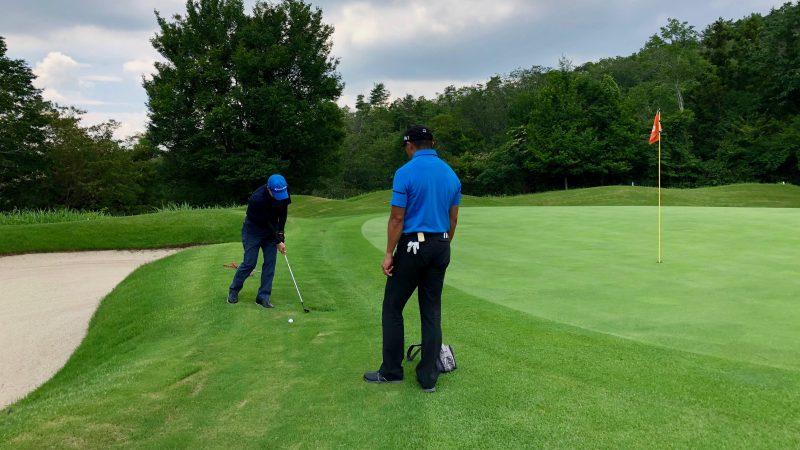 GEN-TENゴルフコースレッスンハーフラウンドグリーン周りのアプローチの写真
