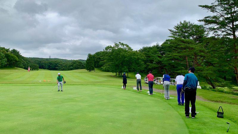 GEN-TENゴルフコースレッスントライフィールドチップインゲーム背面からの写真