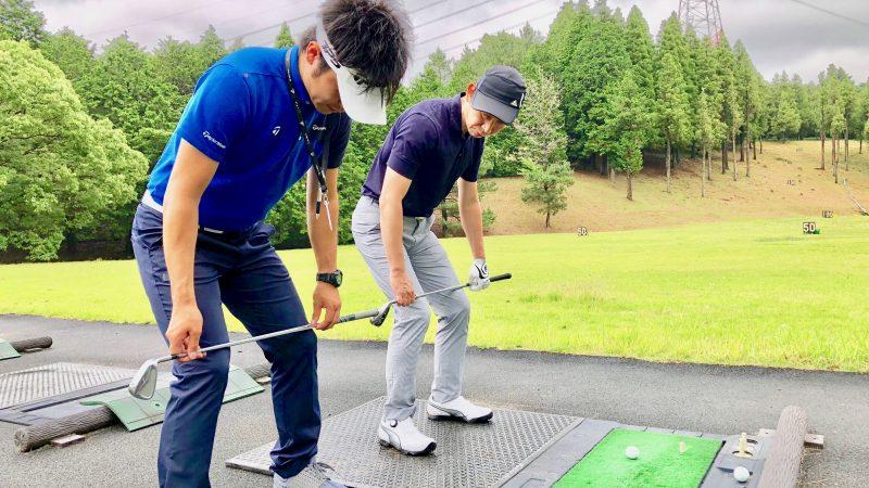 GEN-TENゴルフコースレッスン体験レッスン膝のポジションのアドバイスの写真