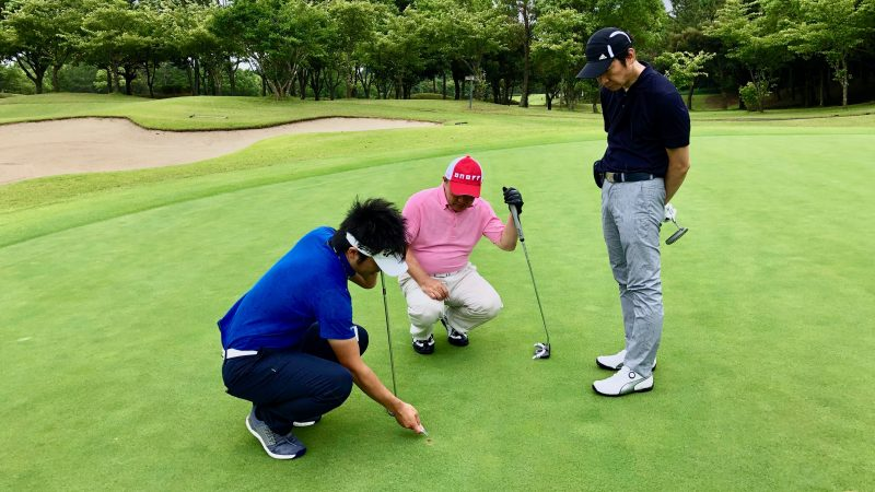 GEN-TENゴルフコースレッスン体験レッスンボールマーク修正の写真