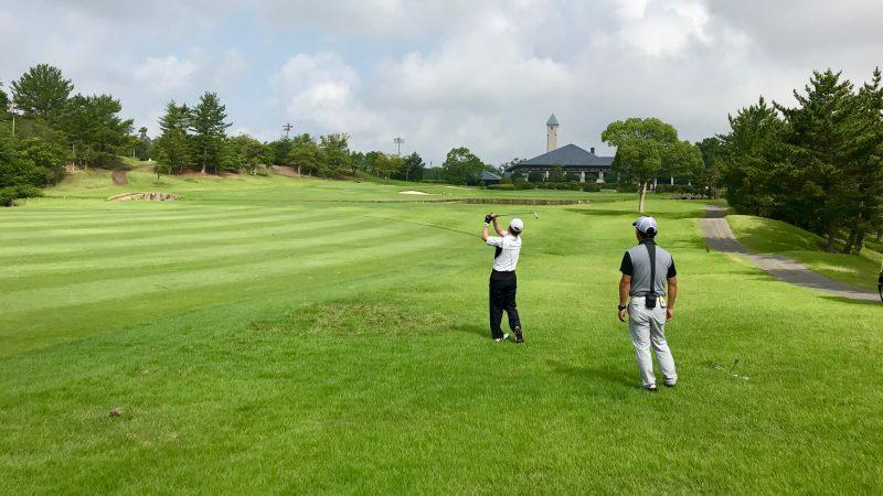 GEN-TENゴルフコースレッスン早朝ハーフラフからのショットの写真