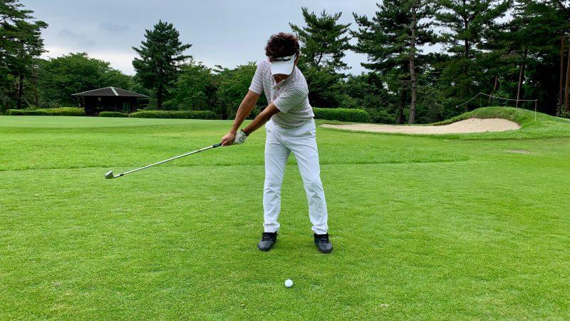 GEN-TENゴルフコースレッスン正しいハーフウェイバックの写真