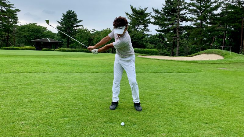 GEN-TENゴルフコースレッスン正しいバックスイングの写真