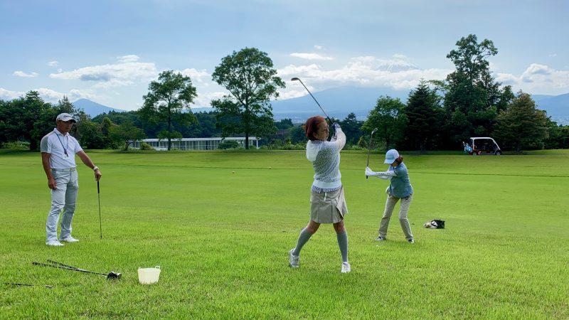 GEN-TENゴルフコースレッスンギャツビイGCラフからのショットの写真