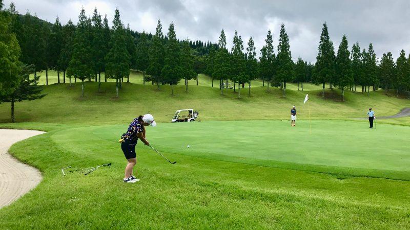 GEN-TENゴルフコースレッスンJOYXGCグリーン左手前からのアプローチの写真