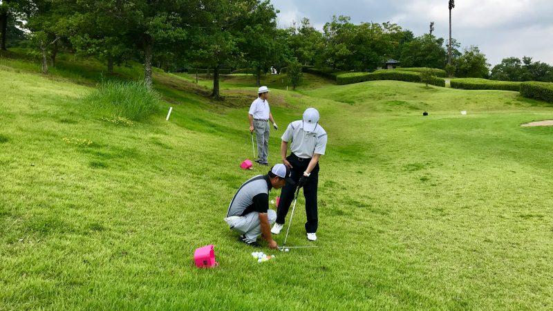 GEN-TENゴルフコースレッスン早朝ハーフショートゲームレッスン左足下がりアプローチの写真