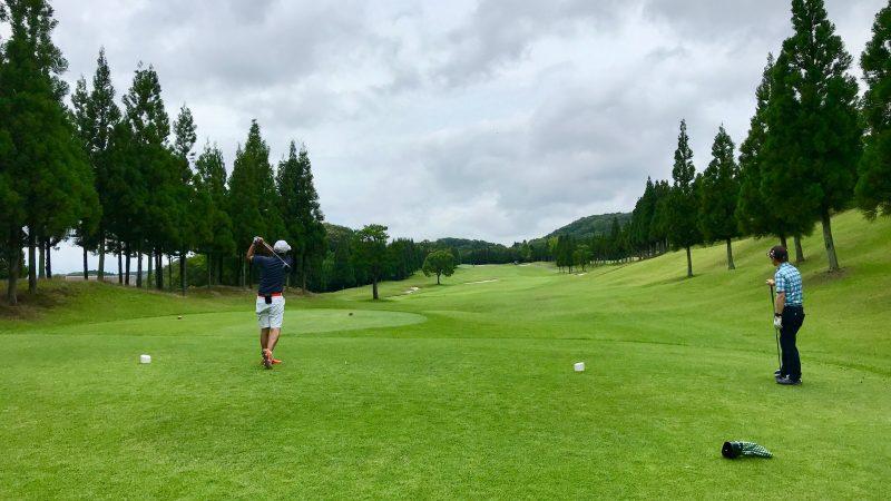 GEN-TENゴルフコースレッスンJOYXGCPar5のティショットの写真