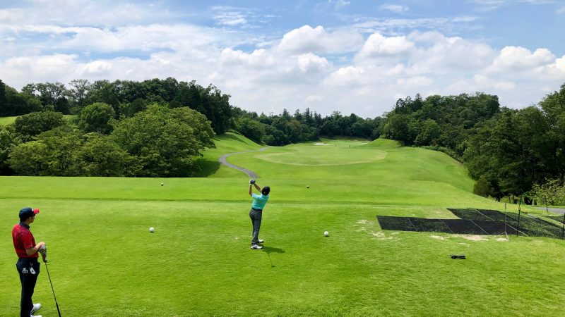 GEN-TENゴルフコースレッスン森林公園ティーショットの写真
