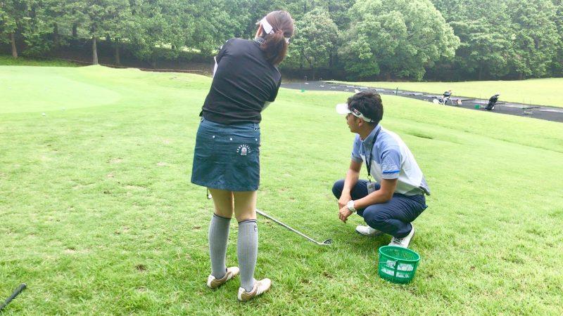 GEN-TENゴルフコースレッスンアプローチ後方からの写真