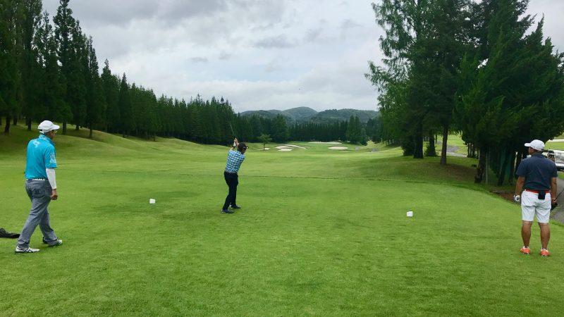GEN-TENゴルフコースレッスンJOYXGC1番ホールティショットの写真