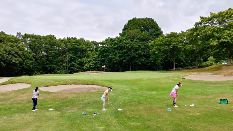GEN-TENゴルフコースレッスン青森スプリングGCチャレンジホールアプローチ練習の写真