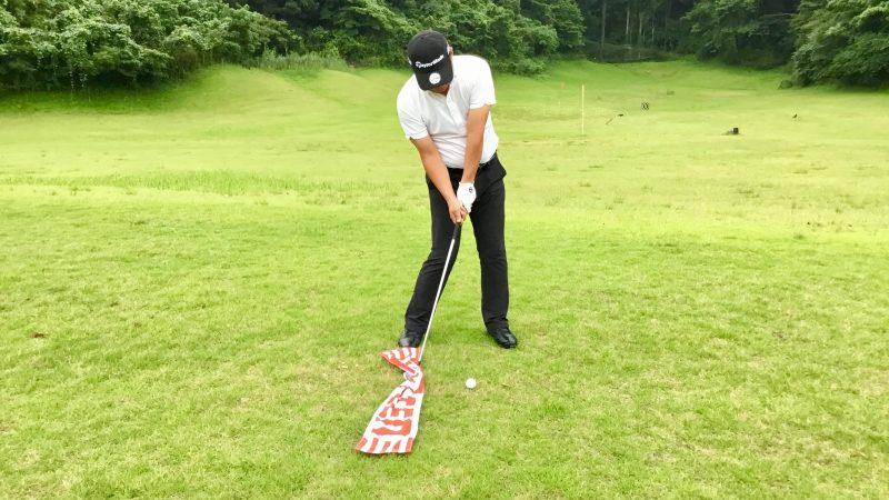 GEN-TENゴルフコースレッスン右足の前のタオルに触ってしまった写真