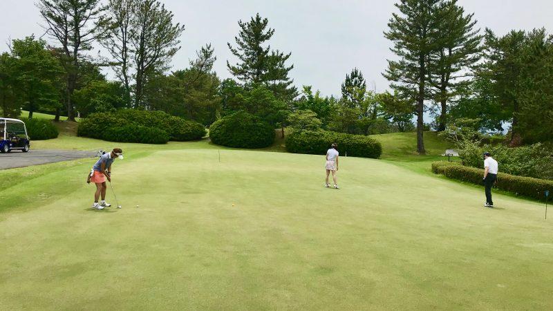 GEN-TENゴルフコースレッスンスリーレイクスCCパッティンググリーンの写真