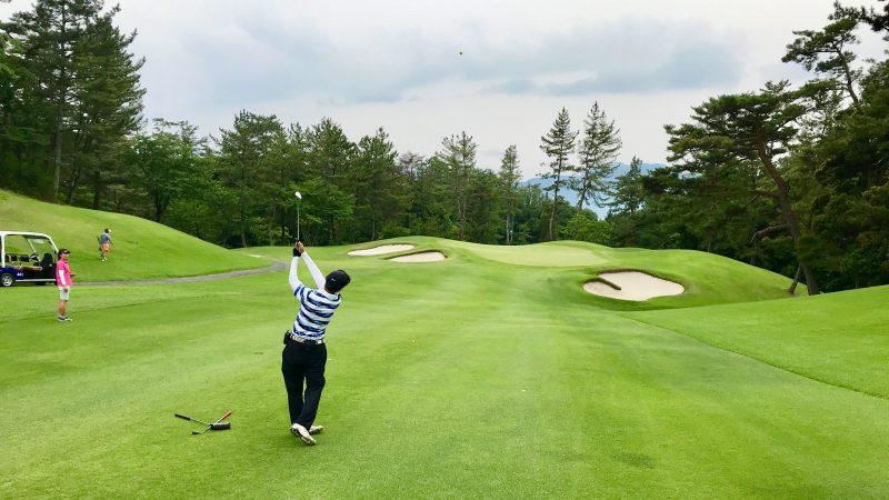 GEN-TENゴルフコースレッスンスリーレイクスCCフェアウェイからのショットの写真