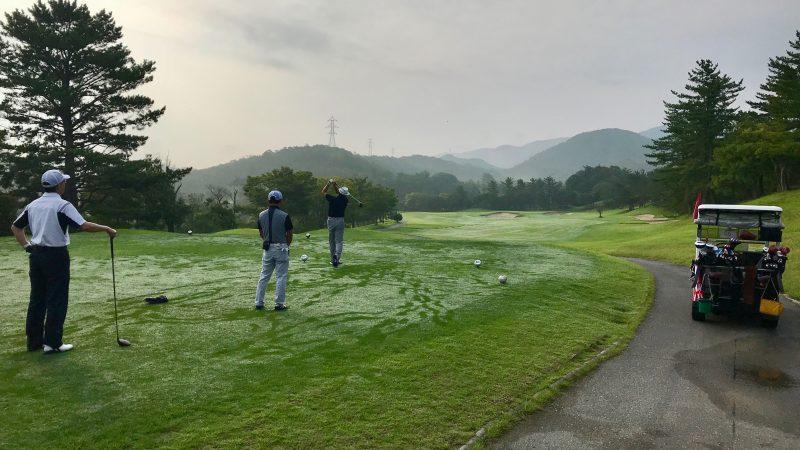 GEN-TENゴルフコースレッスン早朝ハーフ10番ホールティショットの写真
