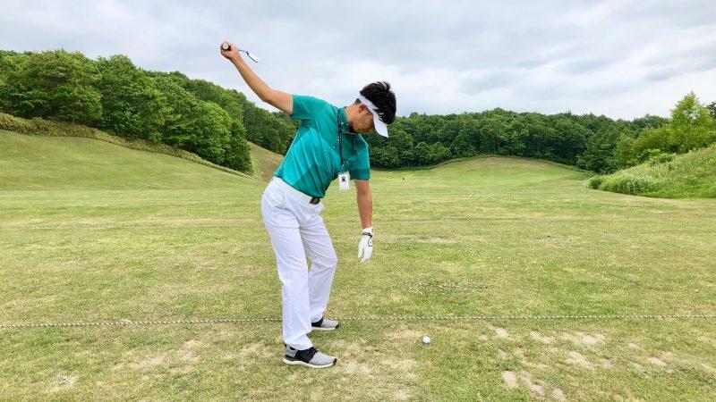 GEN-TENゴルフコースレッスン理想のトップ後方からの写真