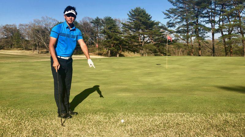 GEN-TENゴルフコースレッスングリーンエッジにボールが止まっている写真
